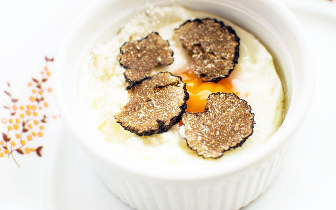 Szarvasgombás tejfölben sült tojás