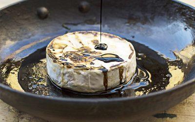 Balzsamecetes grillezett camembert